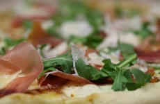 Bone Suckin' Fig, Prosciutto and Arugula Pizza Recipe