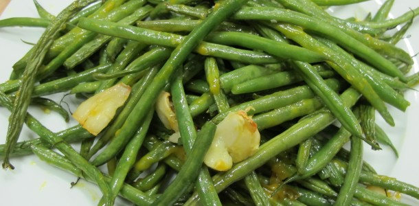 Bone Suckin'® Garlic Green Beans Recipe is a yummy addition to any meal.